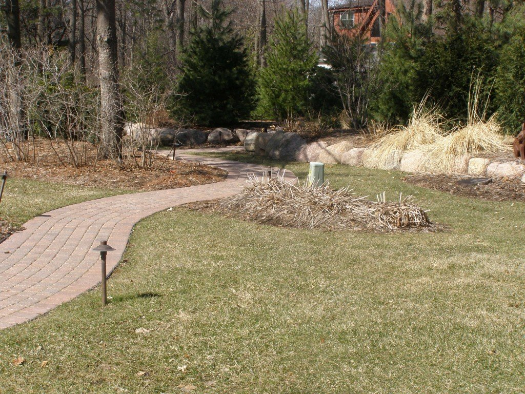 Backyard Boulder Planter Screen with Paver Sidwalk and Patio 20 Image