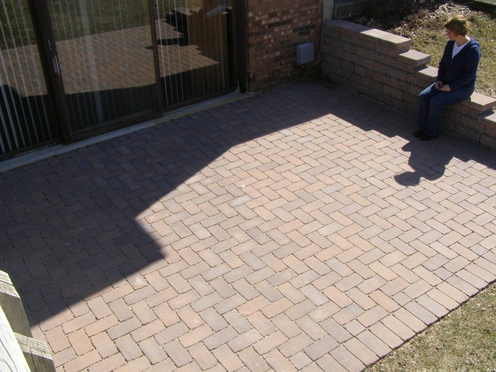 Aqua Patio Paver Brick Patio with Retaining Wall 53 Image